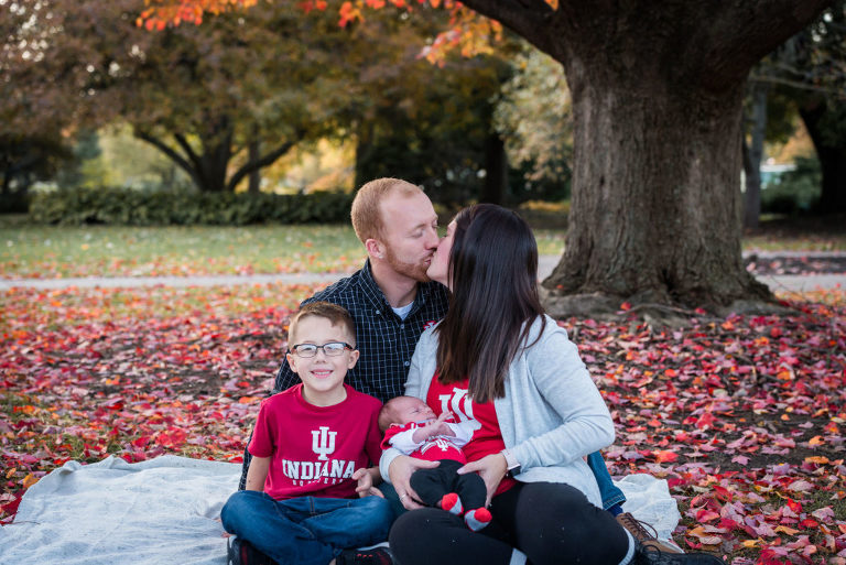 Family photography session at Foster Park in Fort Wayne, Indiana by Kasey Wallace Photography