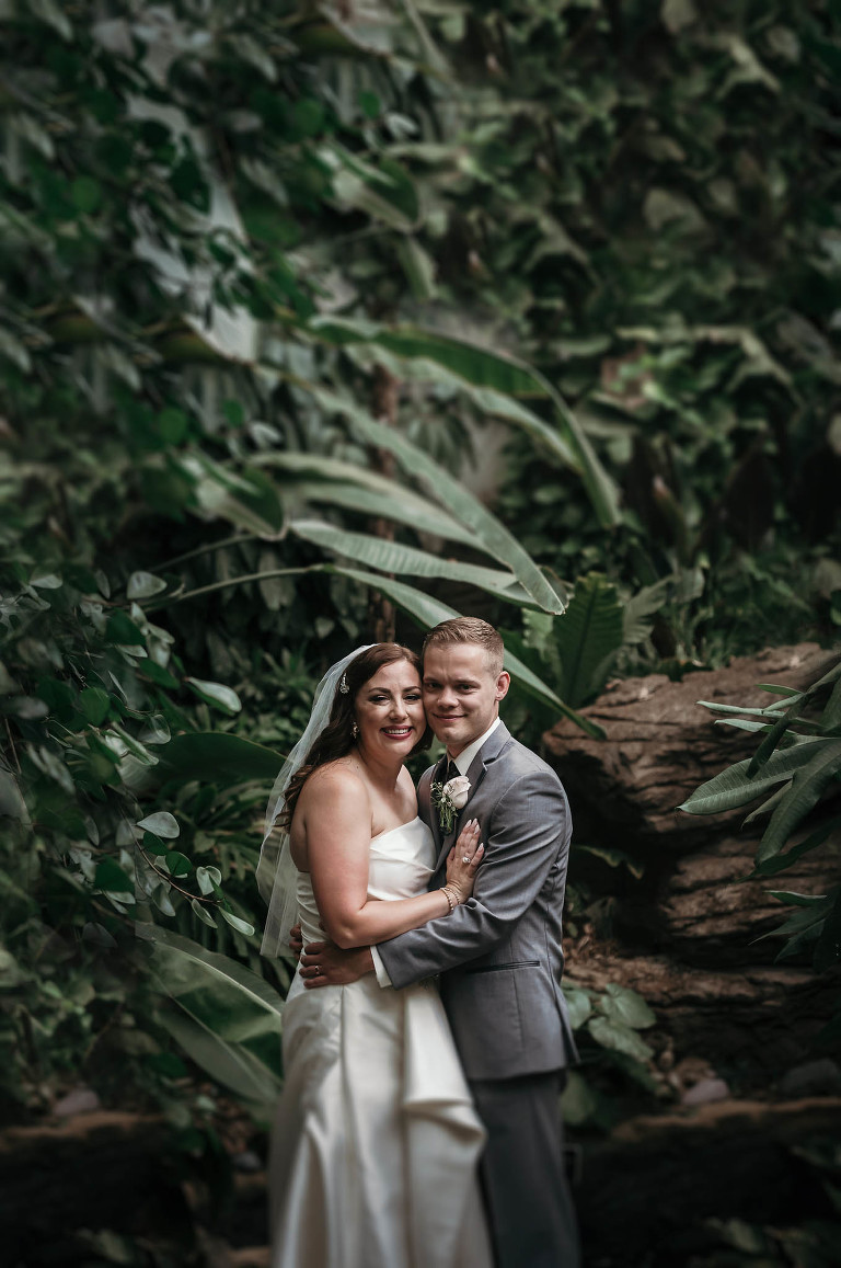 Art Deco inspired summer wedding at the Foellinger-Freimann Botanical Conservatory in Fort Wayne, Indiana by Kasey Wallace Photography